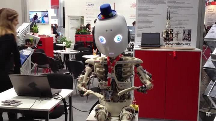 Conheça o robô com expressões faciais