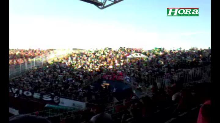 Torcida do Figueirense faz a festa na Arena Joinville