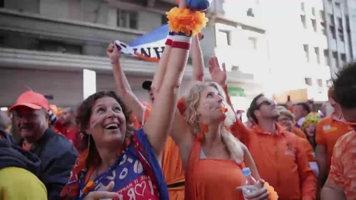 Mar laranja invade Porto Alegre