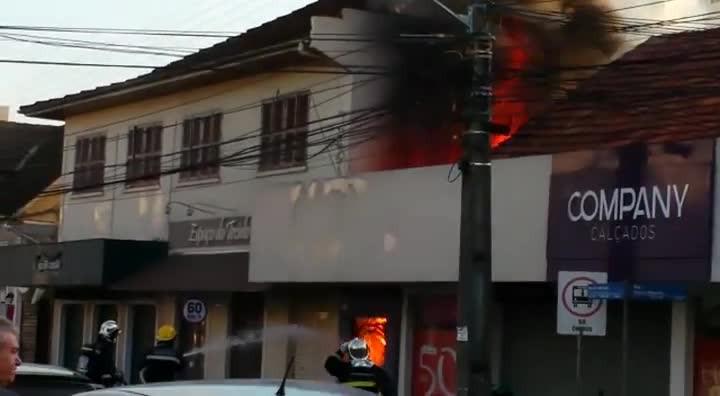 Incêndio atinge loja de calçados no Centro de Joinville