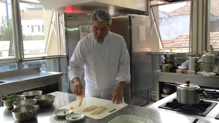 Aprenda a fazer um peixe branco com creme de mandioca para Sexta-feira Santa
