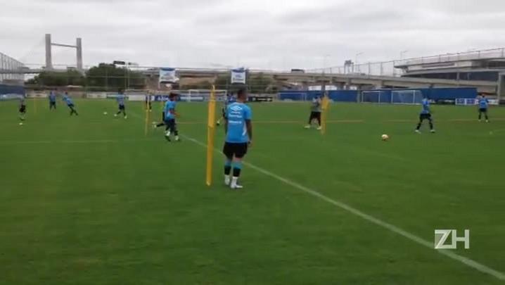 Grêmio faz trabalho de passe e movimentação