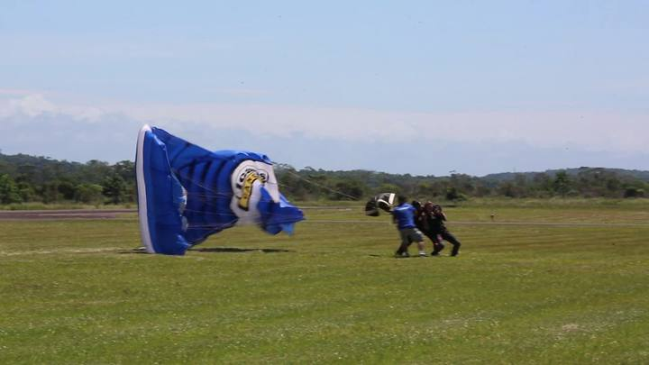 Repórter de GaúchaZH salta de paraquedas pela primeira vez