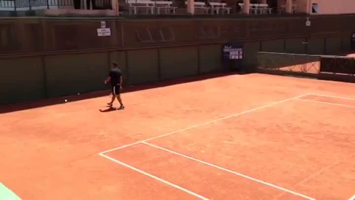 Ronaldo joga tênis com amigos em Porto Alegre