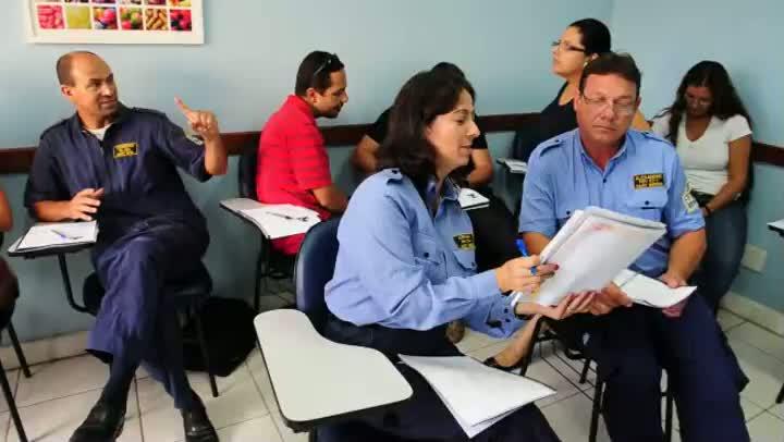 Cerca de 600 funcionários da EPTC aprendem inglês e espanhol
