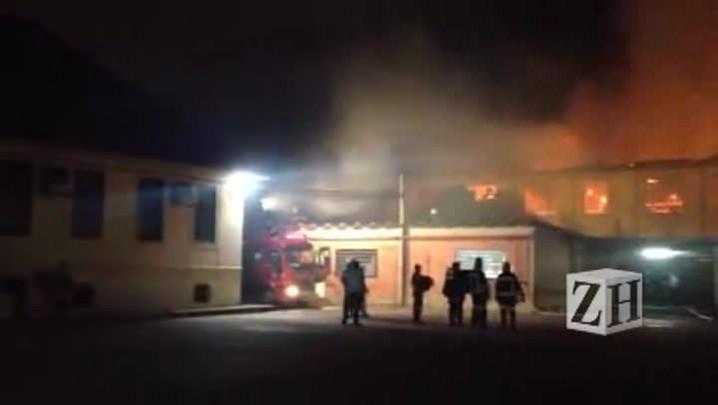 Loja de decoração é atingida por incêndio em Porto Alegre