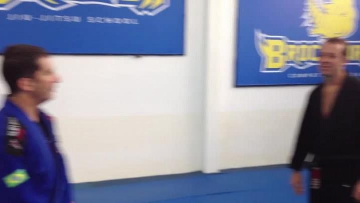 Confira os detalhes da gravata pelas costas com o tri-campeão mundial de Jiu-Jitsu Fernando Paradeda. 31/07/2014