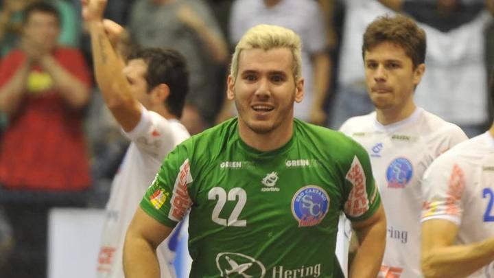 Futsal: goleiro-artilheiro do Blumenau ensina a chutar forte a bola