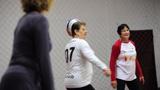 Vôlei adaptado movimenta idosos e adultos