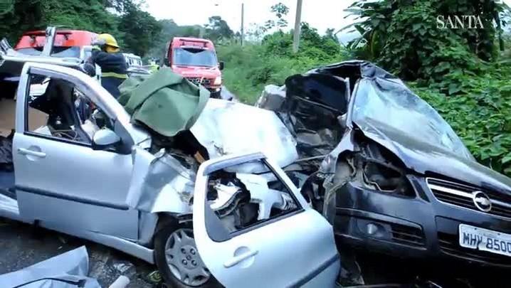 Acidente deixa um morto e cinco feridos na serra da Vila Itoupava em Blumenau