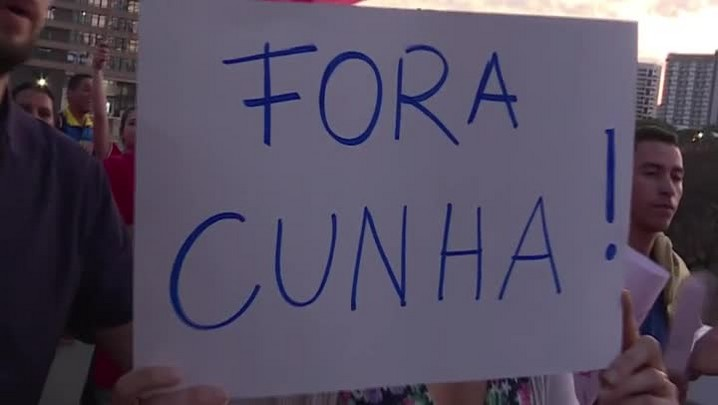 Manifestantes pró-Dilma se reúnem em Brasília