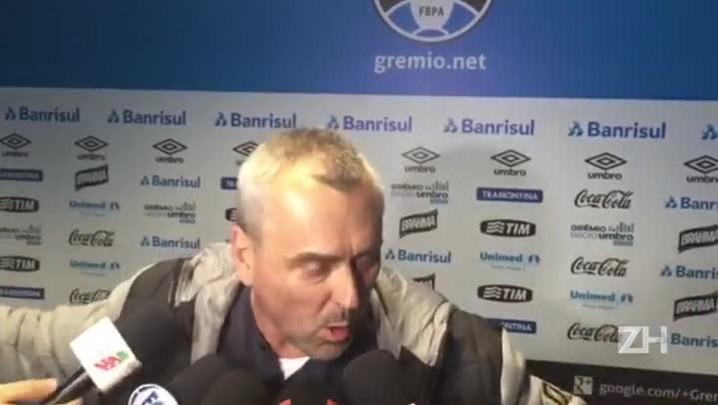 Nestor Hein reclama de arbitragem contra o São Paulo