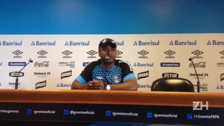 Roger fala sobre estilo de jogo do Vasco
