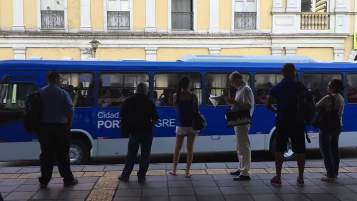 Redução da tarifa de ônibus surpreende passageiros