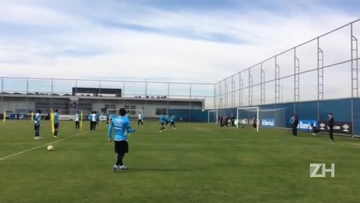 Grêmio treina bola aérea antes de encarar a Chapecoense