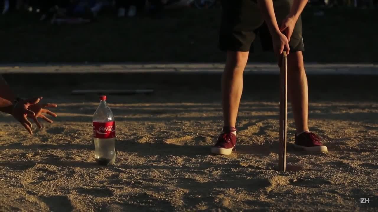 Torneio de taco de rua reúne nostálgicos em Porto Alegre