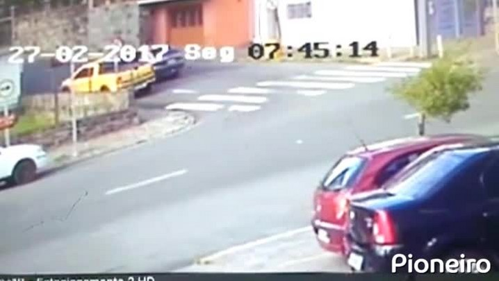Câmeras flagram fuga de ladrões após tiroteio em Caxias do Sul