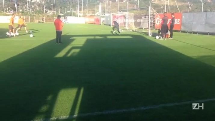 Danilo Fernandes treina forte na tarde desta segunda no CT Parque Gigante
