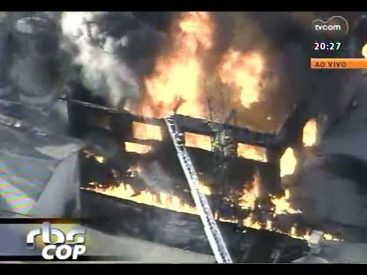 TVCOM 20 Horas - Incêndio atinge empresa distribuidora de produtos químicos em Cachoeirinha - Bloco 3 - 22/03/2013