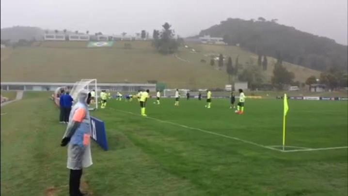 Seleção faz primeiro treino de campo. 28/05/2014