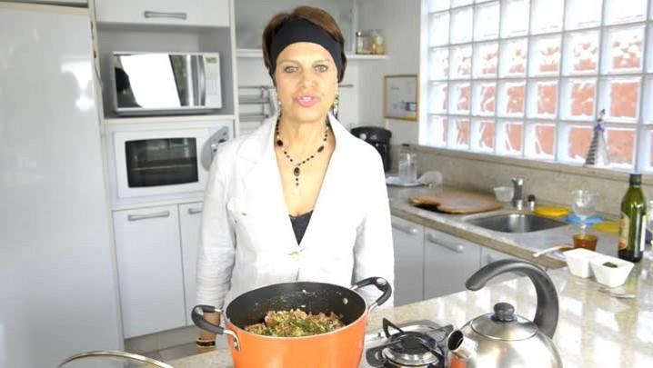 Receita prática para o dia a dia de arroz com linguiça Blumenau.