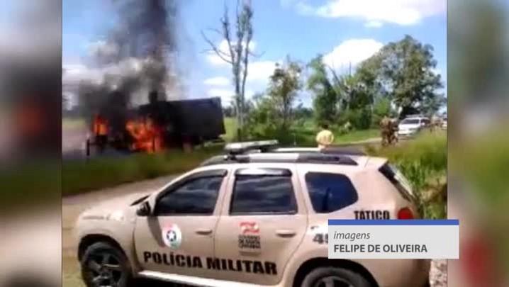 Caminhão é incendiado no bairro Boa Vista, em Criciúma