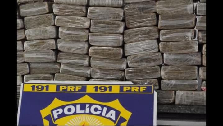 PRF apreende 101 quilos de maconha após perseguição em Barra Velha