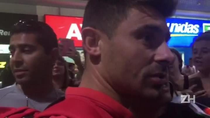 Alex critica imprensa e diz que não falará sobre Primeira Liga