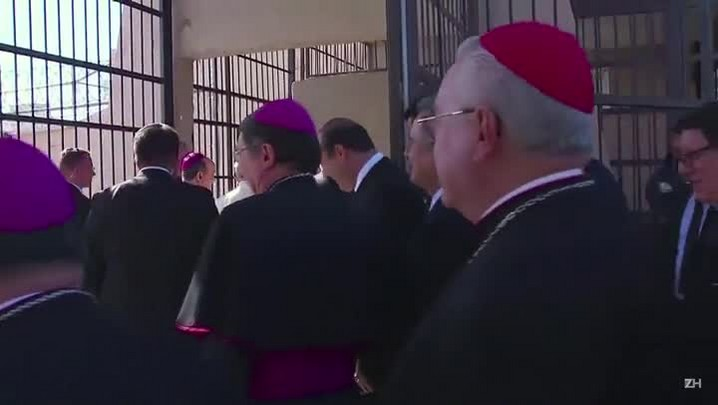 Papa vê exceção em contraceptivo