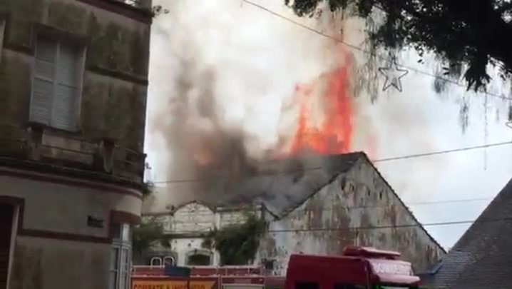 Incêndio em casa no Centro Histórico de São Francisco do Sul