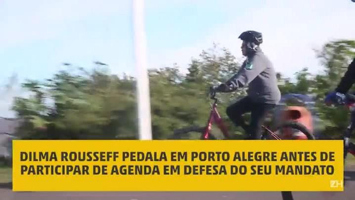 Dilma Rousseff pedala em Porto Alegre antes de participar de agenda em defesa do seu mandato na cidade