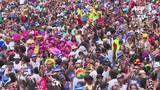 Milhares de foliões tomam as ruas do Rio de Janeiro