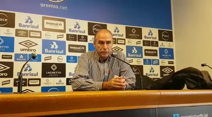 Médico do Grêmio fala sobre lesão de Maicon