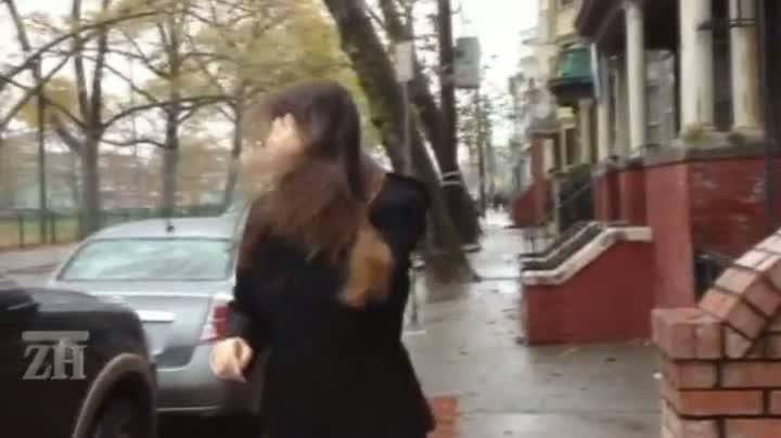 Estudante brasileira estoca alimentos para a chegada do furacão Sandy
