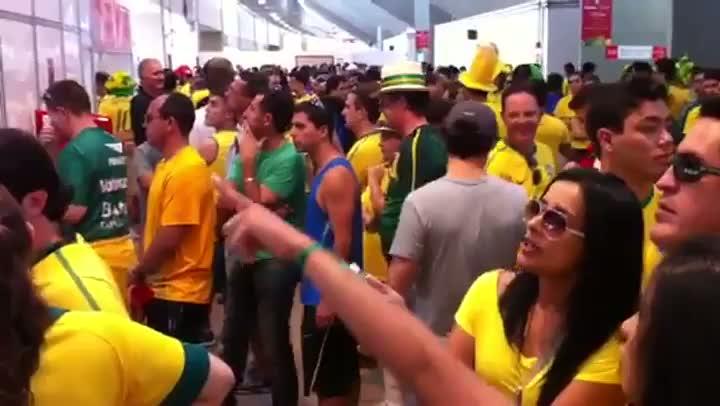 Luciano Périco mostra a movimentação da torcida no Mané Garrincha - 16/06/2013