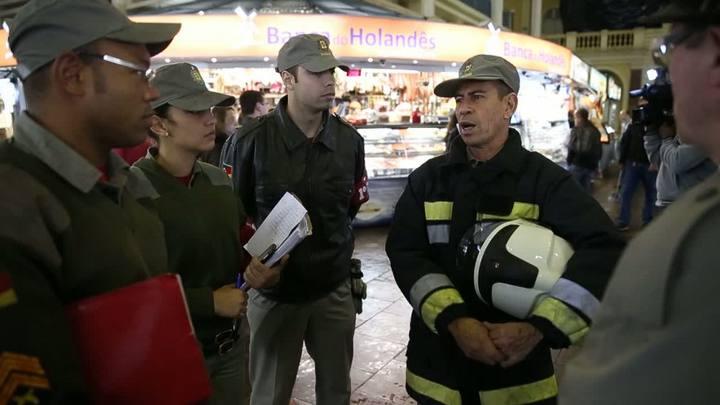 Bombeiros realizam vistoria em extintores de incêndio do Mercado Público