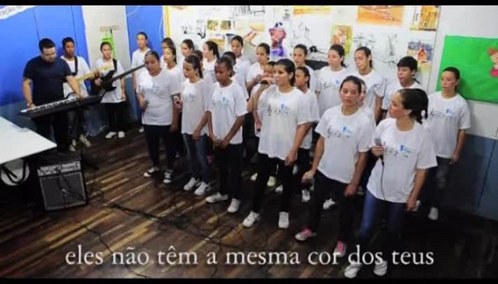 Mensagem de fim de ano com o coral da Casa Anjos Voluntários