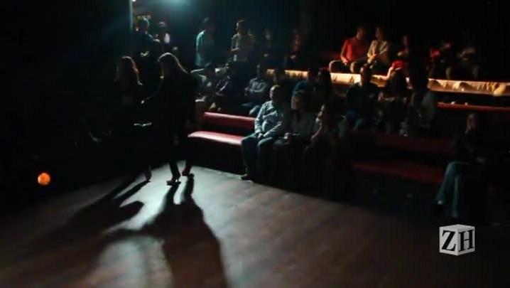 Por trás do espetáculo: acompanhe os bastidores da peça O Estranho Cavaleiro