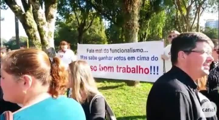 Centenas de servidores protestam em Caxias do Sul