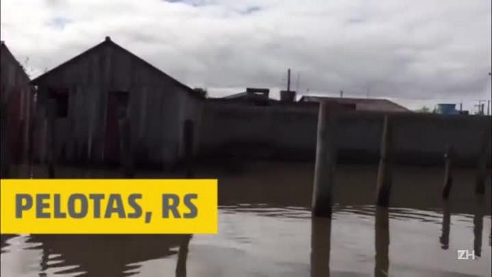 Cheia da Lagoa dos Patos deixa Colônia Z-3 em alerta em Pelotas