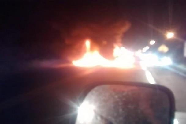 Pneus são incendiados na BR-280 em São Francisco do Sul