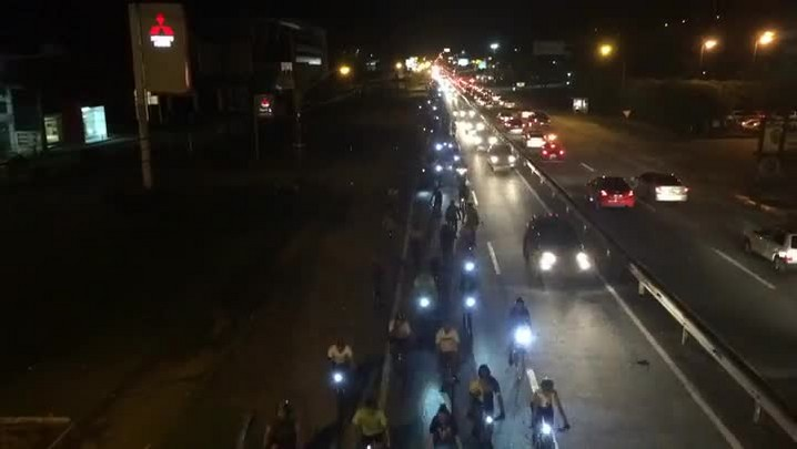Ciclistas fazem pedalada contra mortes na SC-401