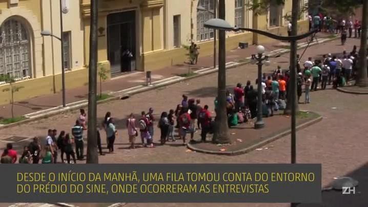 Oferta de vagas de emprego leva 5 mil pessoas a formarem fila em Porto Alegre