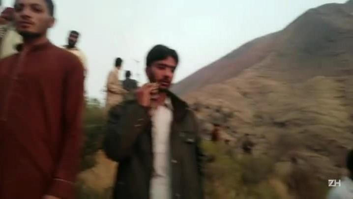 Avião cai no Paquistão e mata todos ocupantes