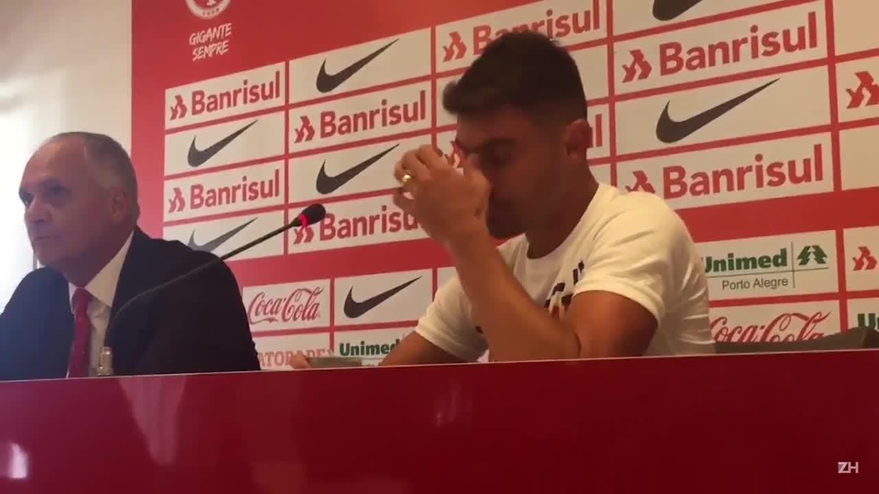A emoção de Alex na despedida do Inter