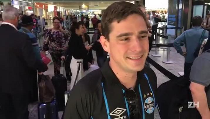 Torcedor do Grêmio embarca para Buenos Aires com o Lanús