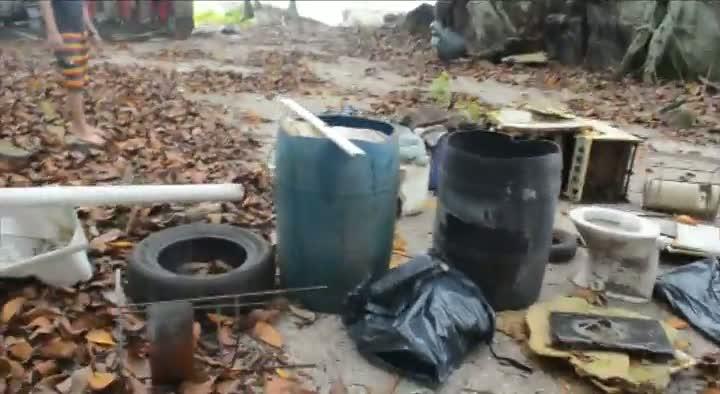 Retirada de lixo na Ilha das Cabras
