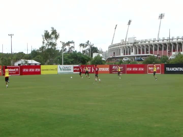 Damião quase marca golaço em coletivo do Inter