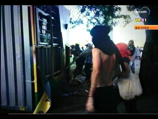 Plantão - Confira imagens de como foi o protesto contra a Copa no Centro de Porto Alegre