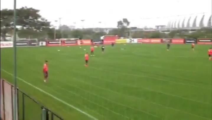 Inter treina para enfrentar o Atlético-MG